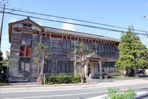 旧愛知郡役所正面