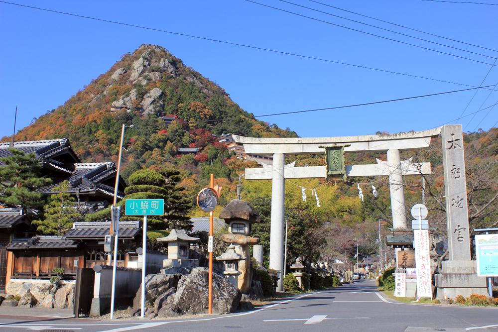 太郎坊宮(阿賀神社)